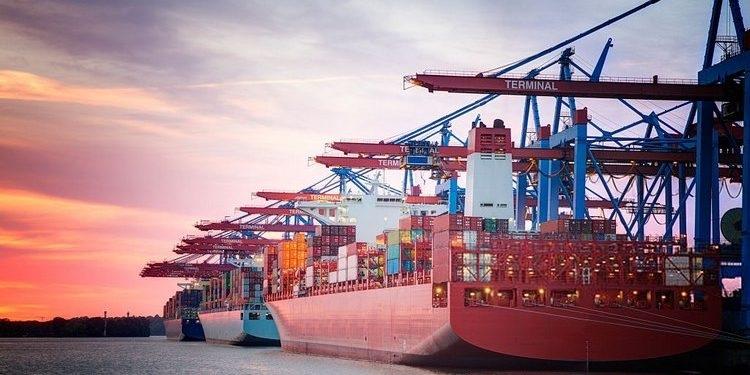 luat-hong-phuc-vn-Trình tự thủ tục hải quan xuất khẩu mỹ phẩm